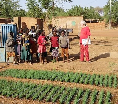 Jardinier et apprentis jardiniers