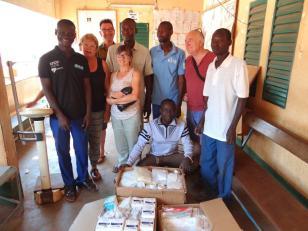 santé - équipe de soignants reçoit le lateriel
