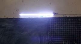 2 - Un néon au dessus du tableau
